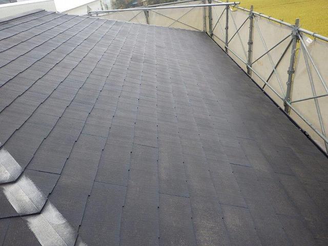 高水圧洗浄後に下塗りをしたスレート屋根