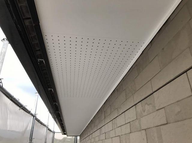 足場から見た軒天井完成