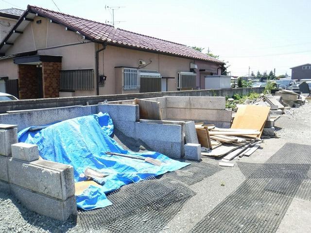 家と資材置き場