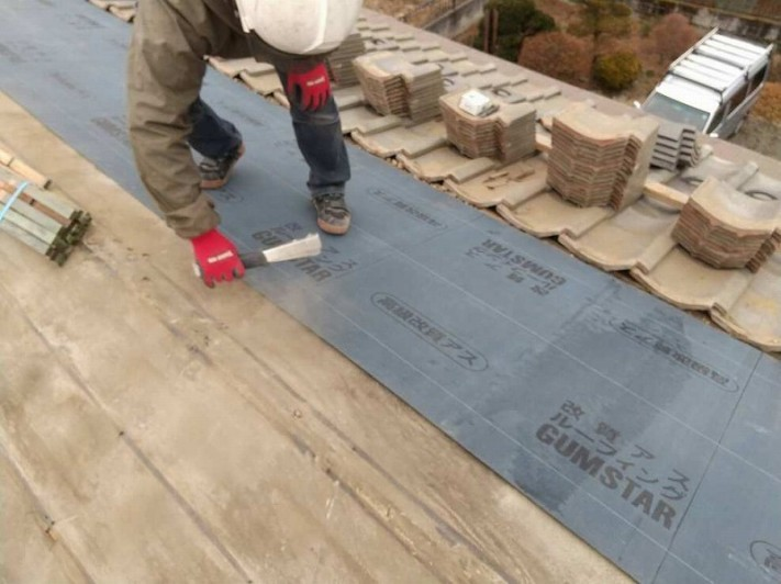 南屋根の改質アスファルトルーフィングシート
