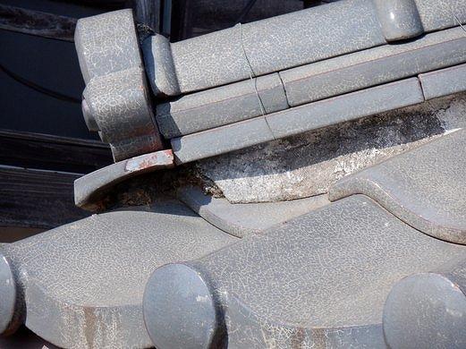 鬼瓦下の粘土の流出