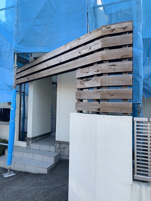 高圧洗浄後の門の木部