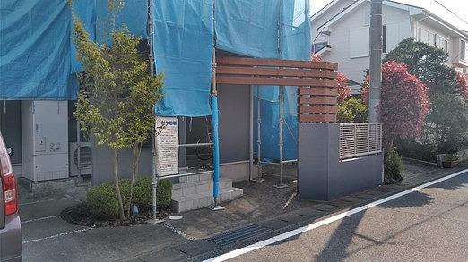 塗装後の門の木部