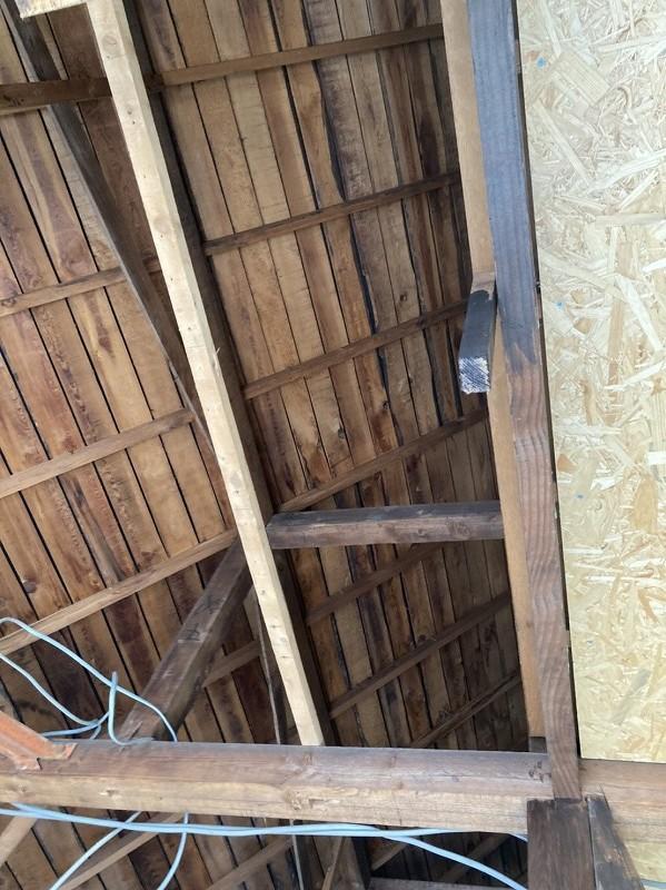 屋根裏の野地板