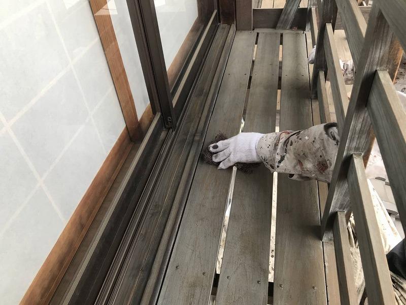 木製の窓手すりにケレン
