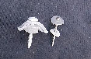 傘釘と波板取付ビス横から見て