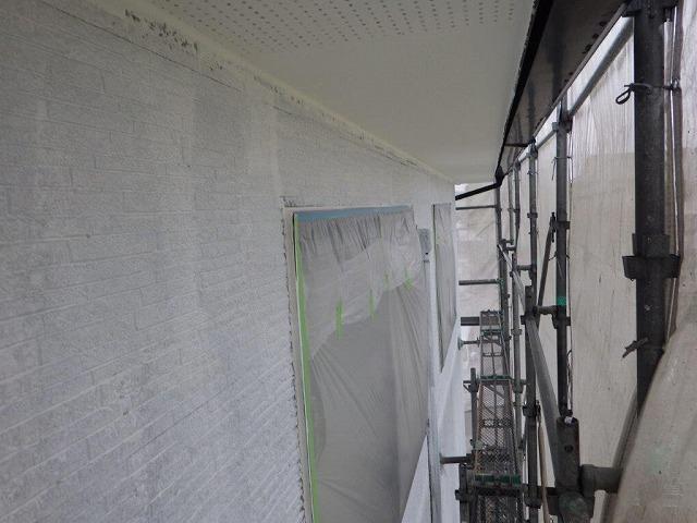 下塗り中の外壁塗装