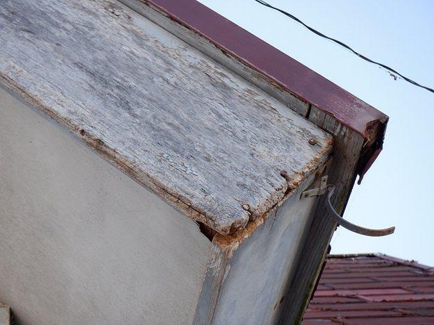 破風板の釘の浮き